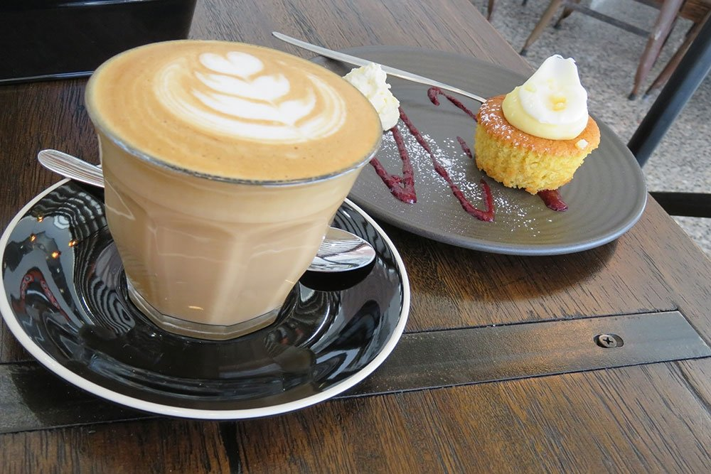 Caffe Latte and cup cake